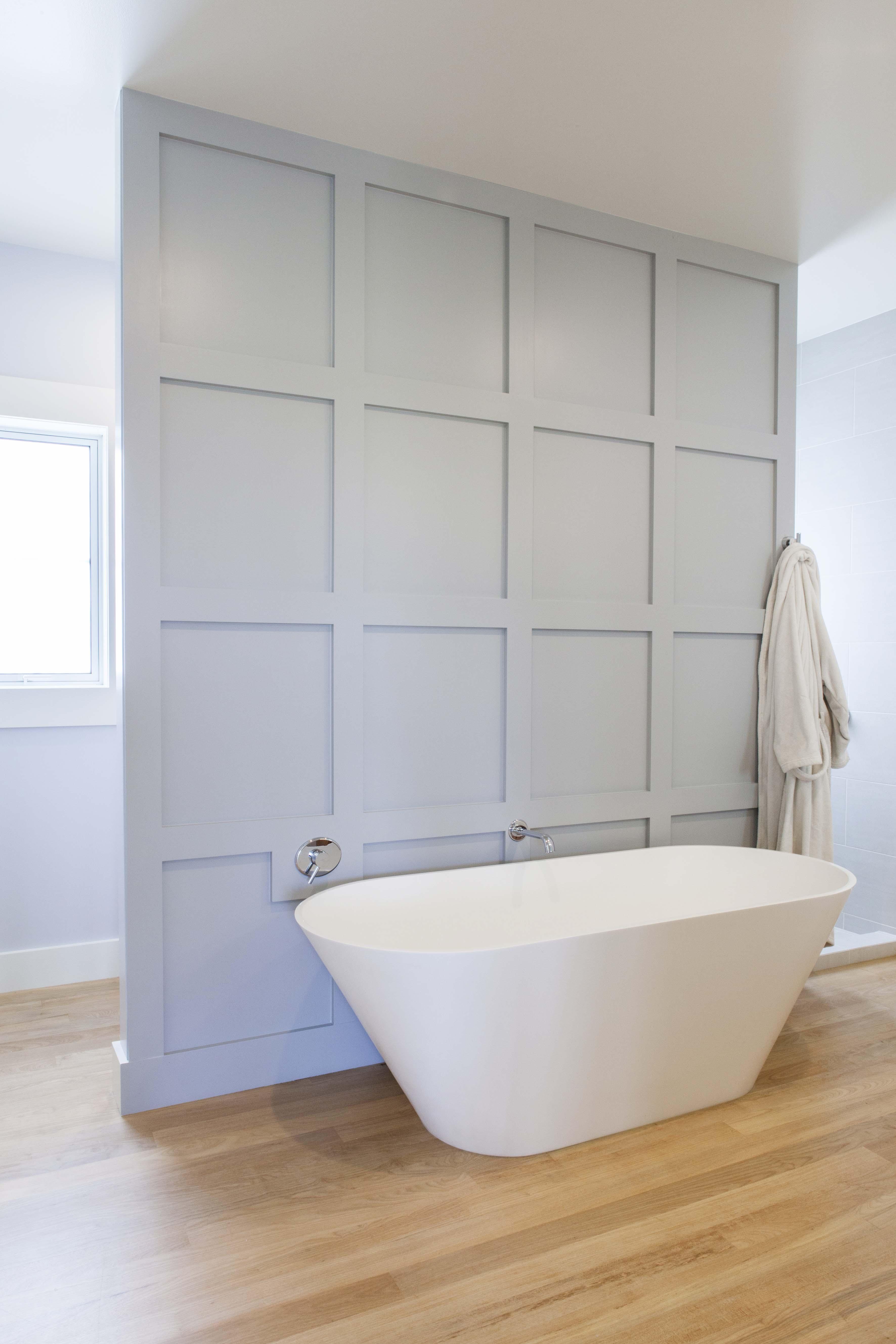 19 HB0317 scott bathroom wall blue white.jpg